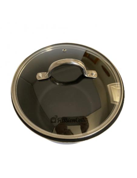 Vista de la tapa de cristal en una olla.