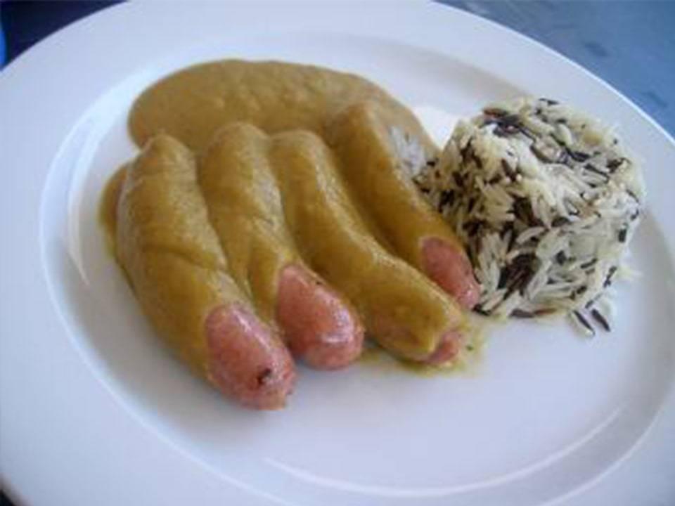 Recetas FussionCook: Salchichas con crema de cebolla y vino.