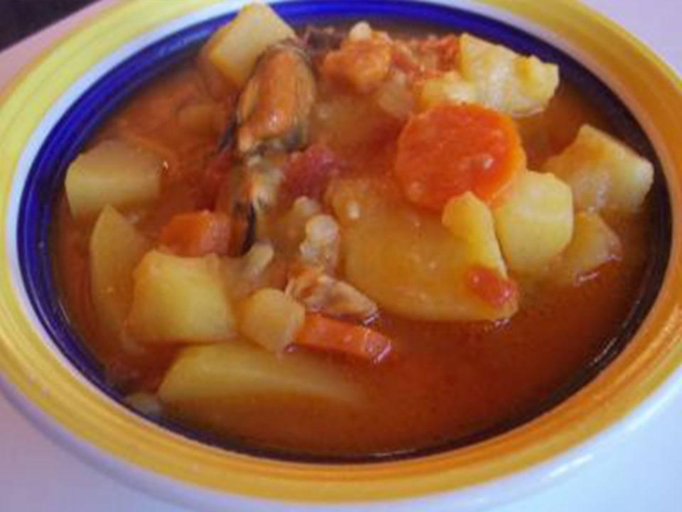 Estofado de Patatas con Bacalao y Mejillones.