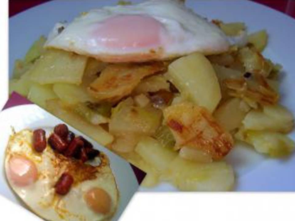 Huevos Fritos Con Patatas y Chistorra (FC Home cooking)