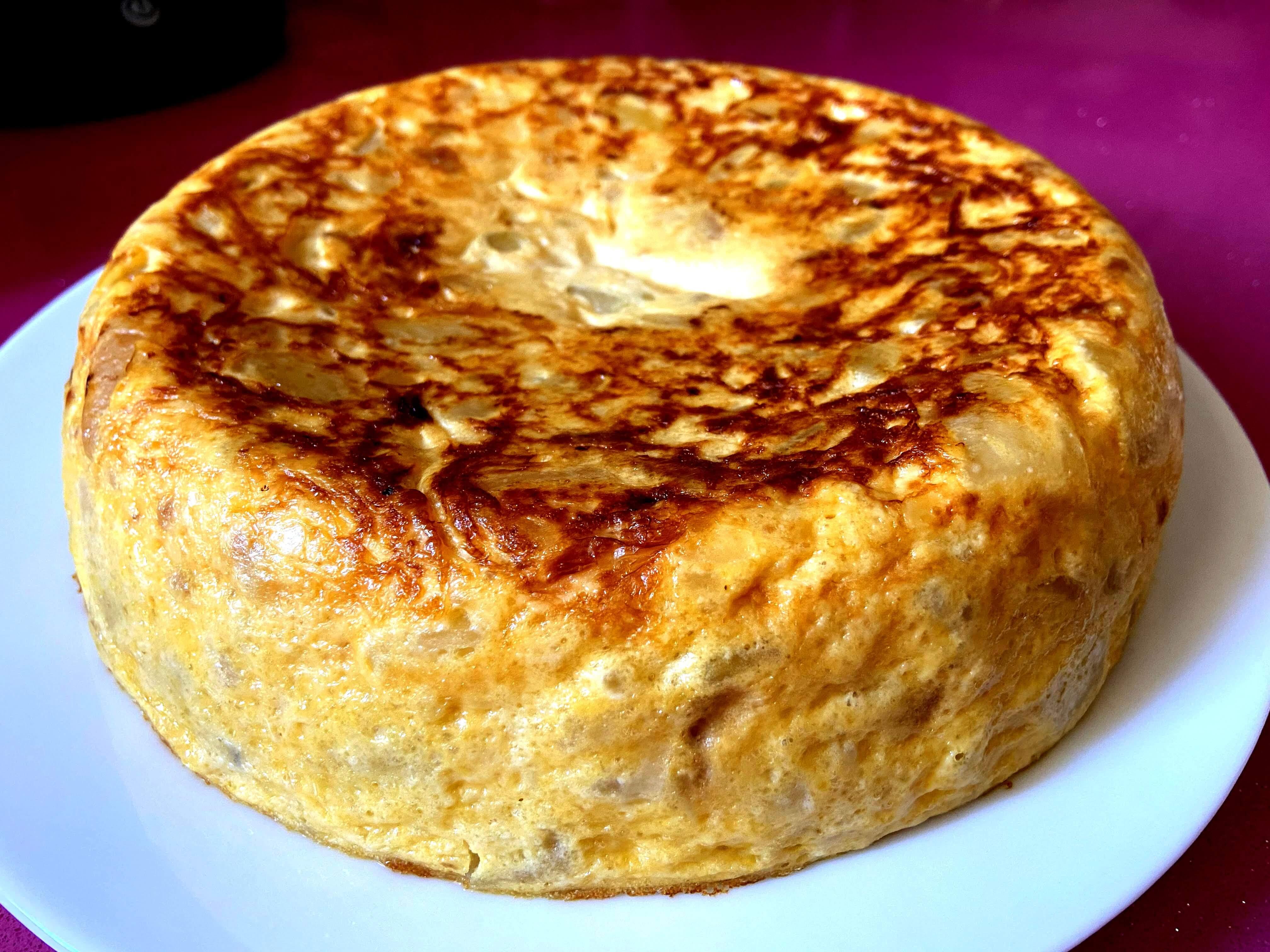 Tortilla de Patatas con Cebolla.