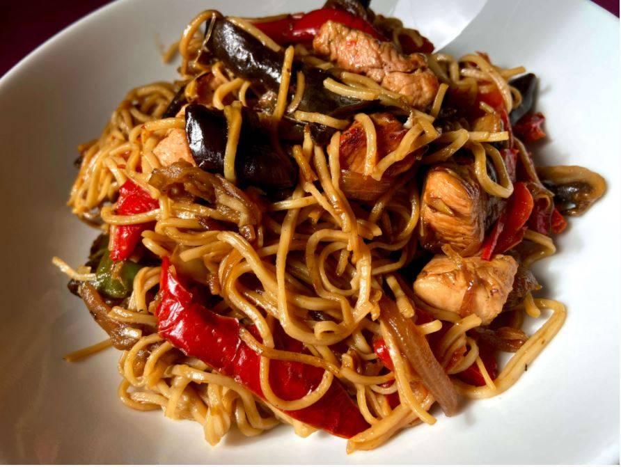 Noodles con Pollo y Verduras.